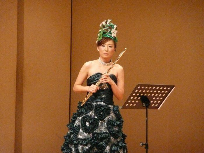 明子 フルート フルーティスト akiko yamada flute flutist 音楽 ドレス ネイル コンサート 山田明子 衣装 フルート奏者 音楽家